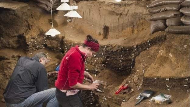"""عمره 73 ألف عام.. ماذا تعرف عن الـ""""هاشتاج"""" الأقدم في التاريخ؟"""