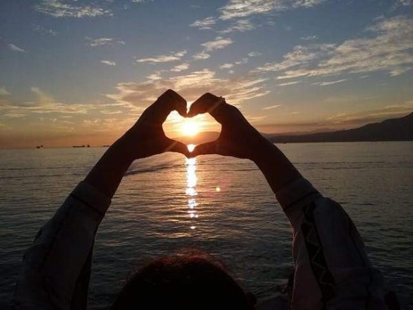 مؤشرات الحب...سبعة دلائل تؤكد أن شخص ما واقع في حبك