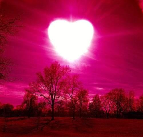 مؤشرات الحب.. كيف تعرف أن شخصا ما واقع في حبك؟