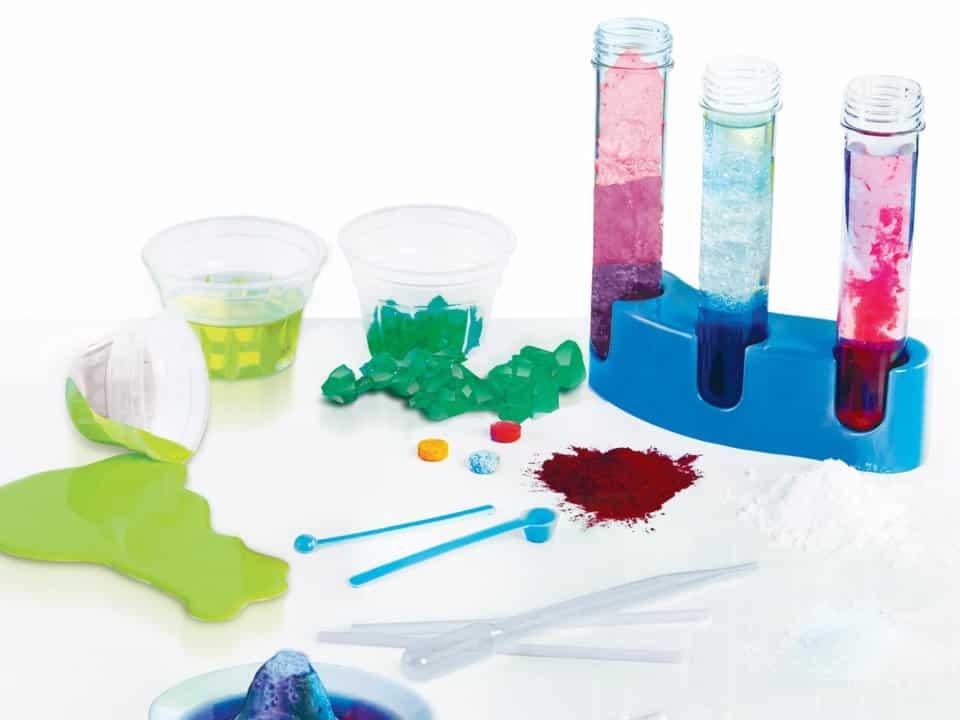 لعبة التفاعلات الكيميائية لتقوية مهارات الطفل العقلية وتنمية ذكائه