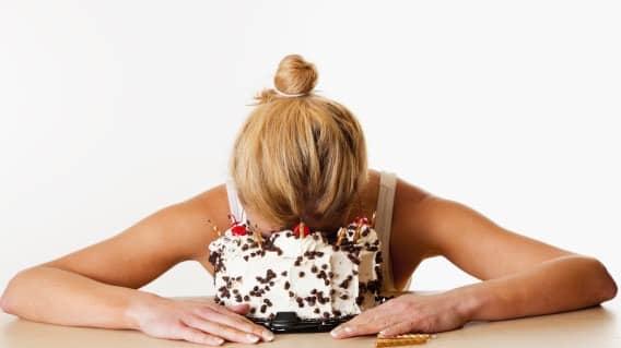 أطعمة مرتبطة بالاكتئاب يجب الحذر منها