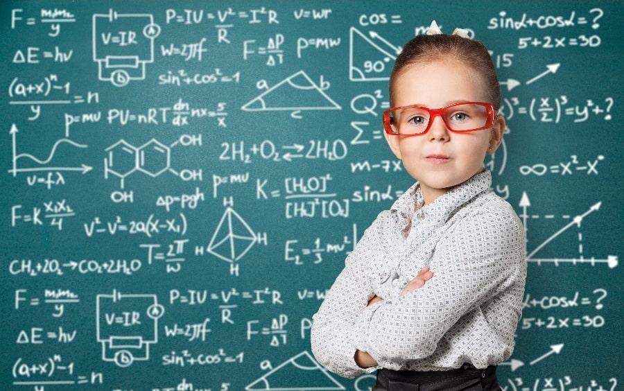 دراسات تؤكد أننا نُولد عباقرة والنظم التعليمية تقلل القدرات العقلية لنا