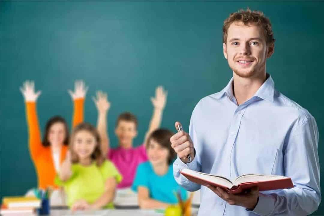 يوم المعلم العالمي.. تعددت التواريخ والهدف واحد