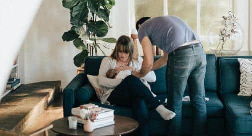 8 أسباب توضح أهمية الأب في حياة طفله الرضيع
