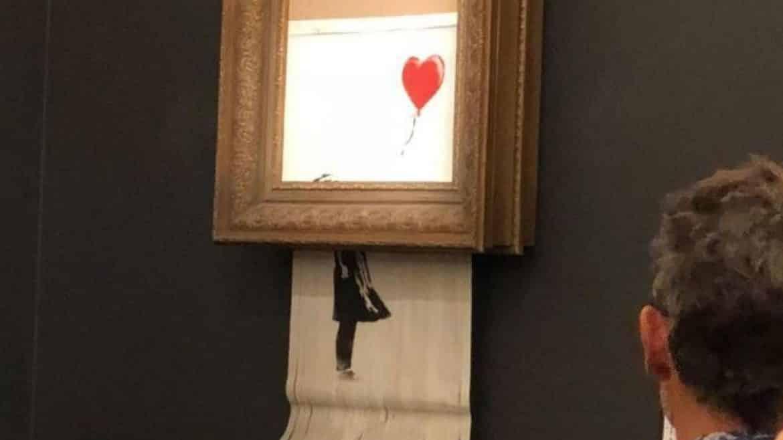 """""""فتاة البالون"""".. لوحة بانكسي التي دمرت نفسها بنفسها!"""