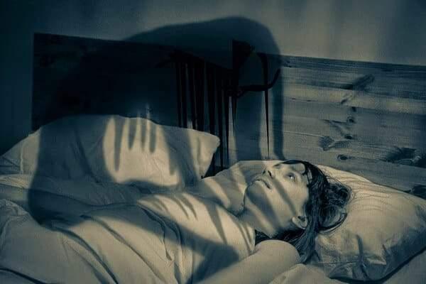 الجاثوم.. اضطراب النوم المرعب الذي يصيب الإنسان بالشلل المؤقت!