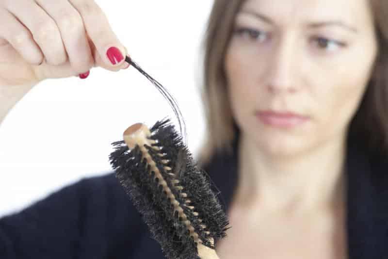 3 خلطات طبيعية لإعادة بناء الشعر التالف في أسبوع وحد