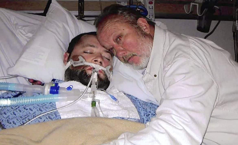 معجزة طبية.. هدد الأطباء بالقتل فأنقذ حياة ابنه!