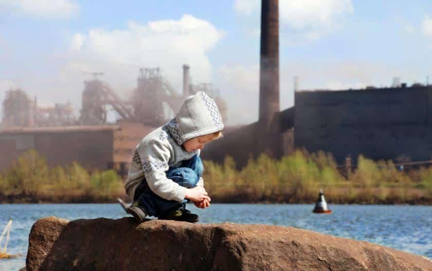 دراسة: توحد الأطفال مرتبط بالتلوث البيئي!