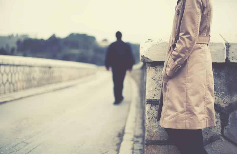 5 أسباب تدفع الرجل إلى السكوت أمام المرأة
