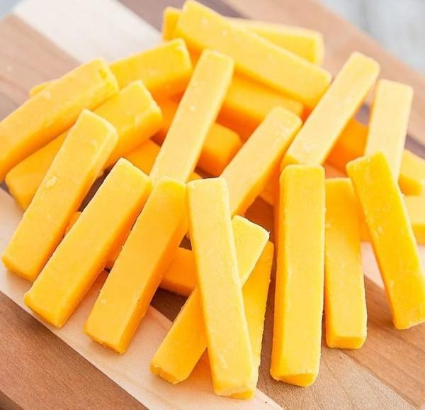 أعواد الجبن المقلية.. مقبلات خفيفة بعد المدرسة