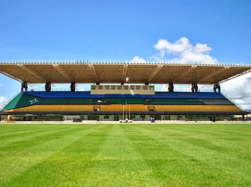 فقط في البرازيل.. ملعب يقع على خط الاستواء ويقسم الكرة الأرضية لنصفين
