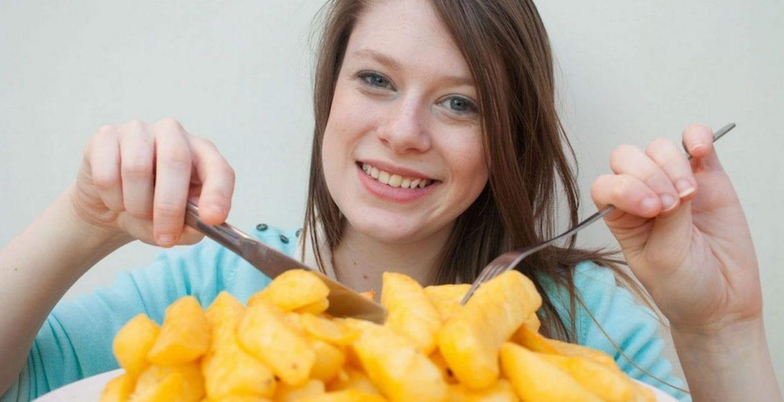 فوبيا الطعام.. الحالة العجيبة لفتاة لا تأكل إلا شرائح البطاطس!