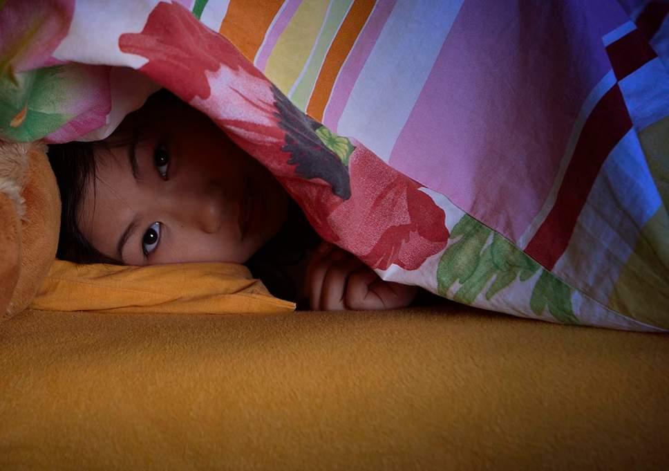 كيف نساعد أطفالنا الصغار على النوم ليلا دون أزمات؟