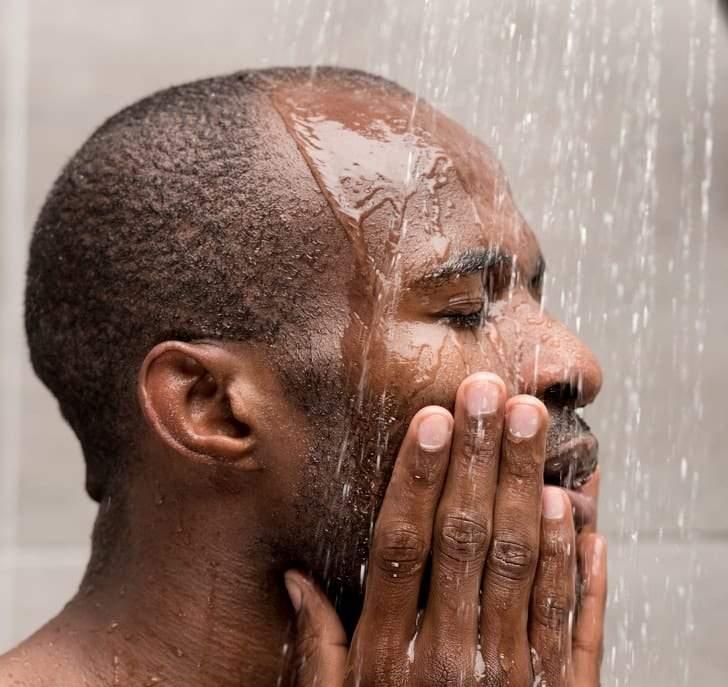 الجزء الذي تغسله أولا من جسمك أثناء الإستحمام يكشف عن طبيعة الشخصية