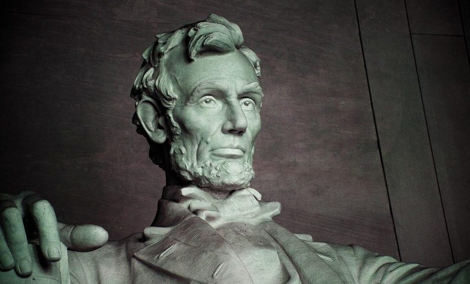 شبح الرئيس الأمريكي السابق يتجول في البيت الأبيض ومفاجآت كبرى بشأنه