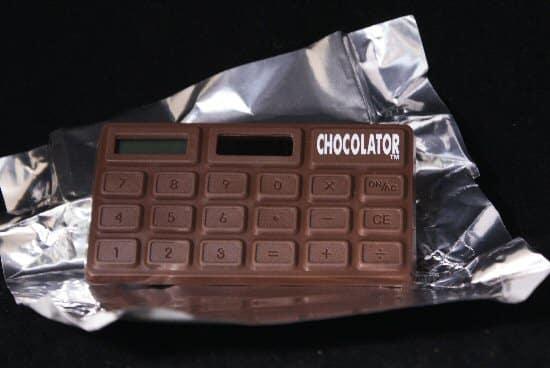 هل تعاني من أسئلة الرياضيات؟ إليك بالحل في ألواح الشوكولاتة
