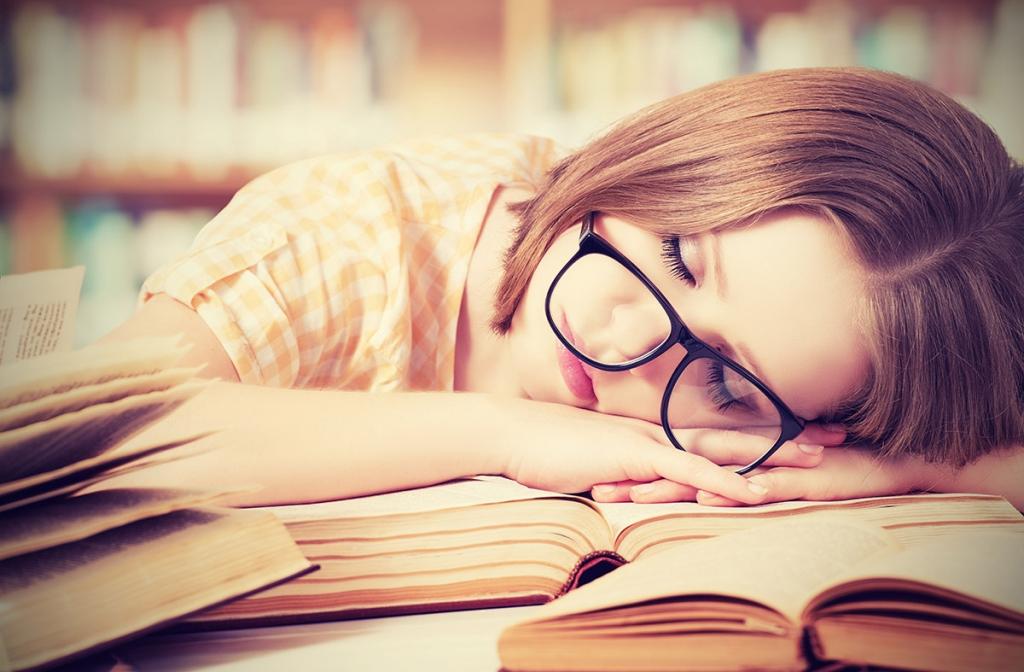 علاقة وطيدة بين ساعات النوم وأداء الطلاب في الاختبارات