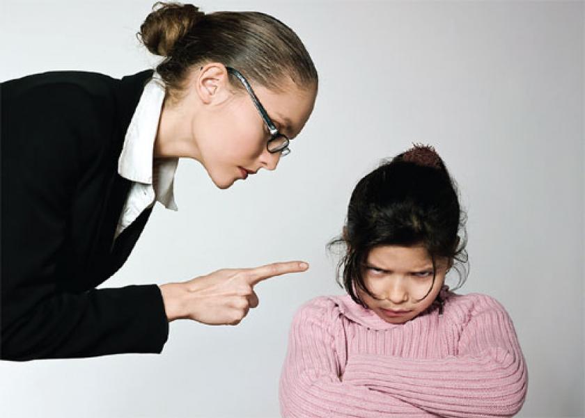 ضوابط معاقبة الأطفال وكيف يتعامل الآباء مع أخطاء أبنائهم