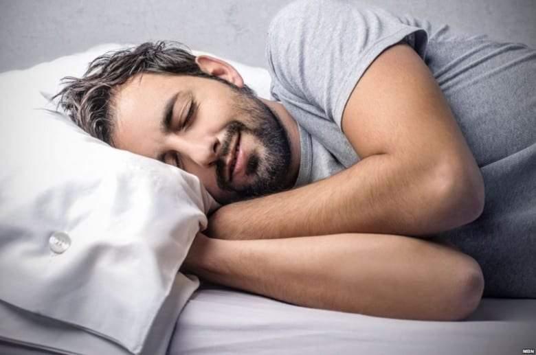 أفضل 6 أوضاع لنوم سريع هادئ