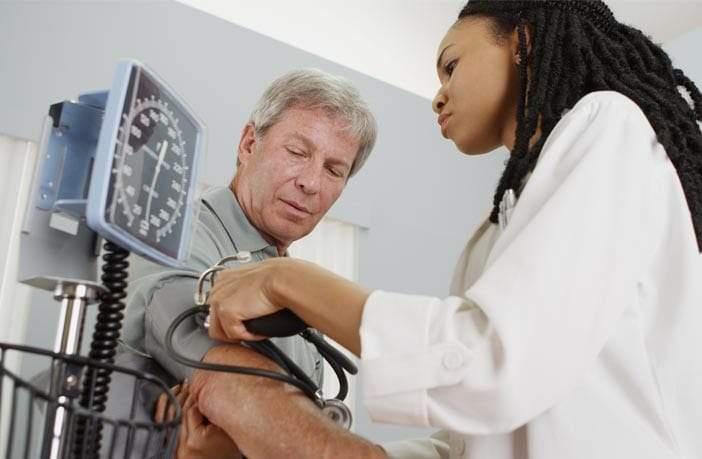 علاقة عجيبة بين ضغط الدم والرفض الاجتماعي!