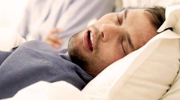 أسباب فتح الفم أثناء النوم وطريقه علاجه