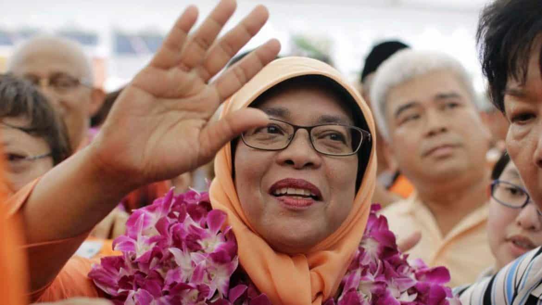 إنجازات إعجازية لرئيسة سنغافورة.. بين الواقع والمبالغة