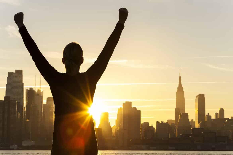 """""""مؤسس واتساب"""" و""""دل"""".. وأشخاص حولوا جحيم الحياة إلى نجاح باهر"""