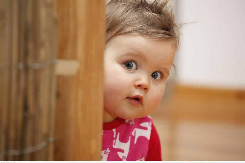الخجل المرضي عند الأطفال.. الأسباب وطرق العلاج