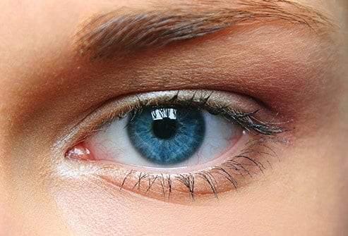 لون العينين