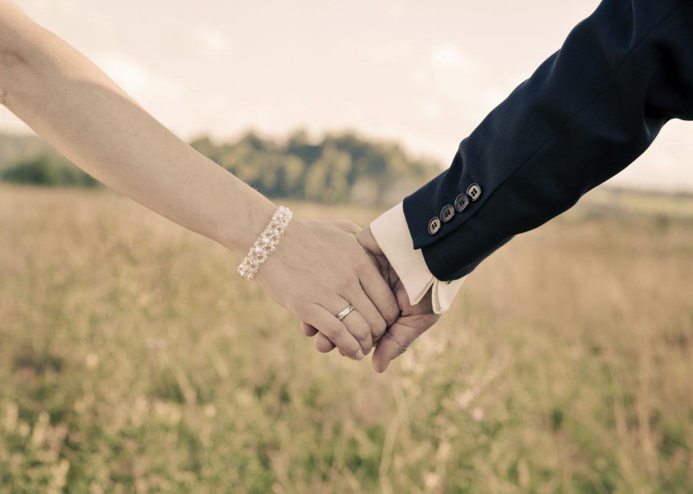 أخطرها الثالثة.. 5 مراحل لعلاقة الحب بين الرجل والمرأة