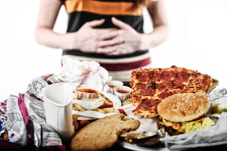 دراسة عجيبة.. الأطعمة غير الصحية أكثر خطورة على حياة البشر من التدخين