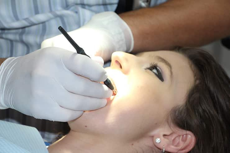 أمراض اللثة.. و5 أزمات لعدم تنظيف الأسنان