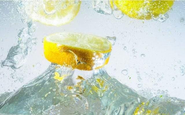 4 فوائد مذهلة لشرب ماء الليمون