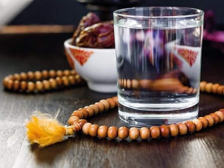 كيف يرى الخبراء أهمية شرب الماء في شهر رمضان؟