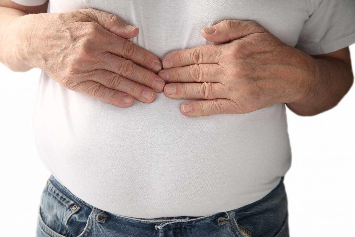 7 تغيرات واضحة تصيب الجسم عند تناول الطعام بشراهة
