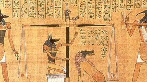 كتاب الموتى والجماجم البلورية.. أكثر الآثار والحفريات المرعبة 1