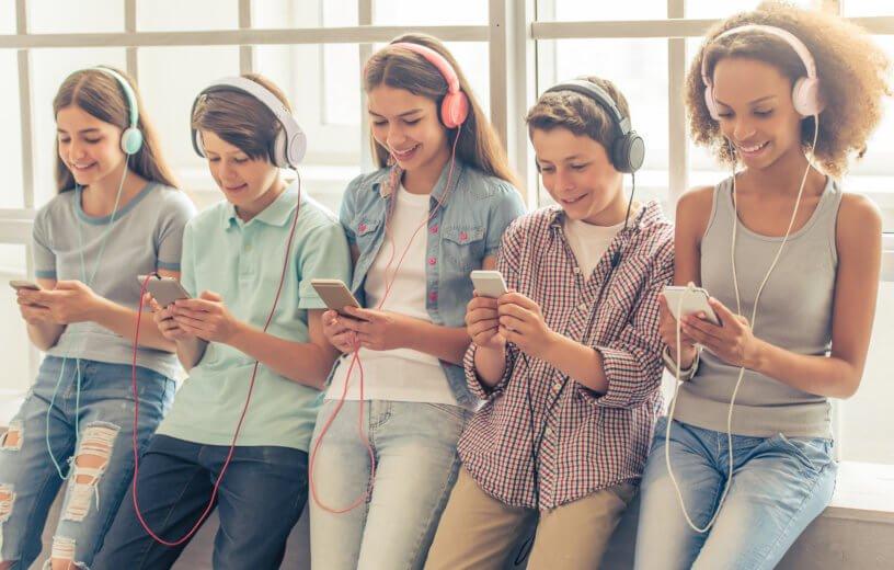استخدام المراهقين للهواتف الذكية ليس مضرا بالصحة