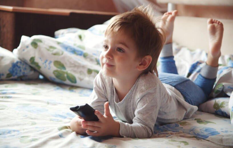 التلفزيون في غرفة الاطفال.. خطر يستحق الانتباه