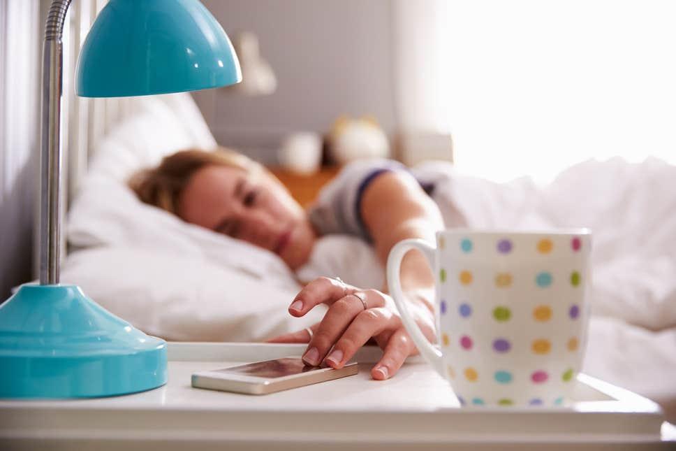 أعداء النوم.. براءة القهوة وإدانة الكحوليات والتدخين