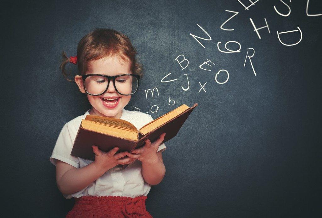 لماذا ينصح باتباع عادة القراءة يوميا؟