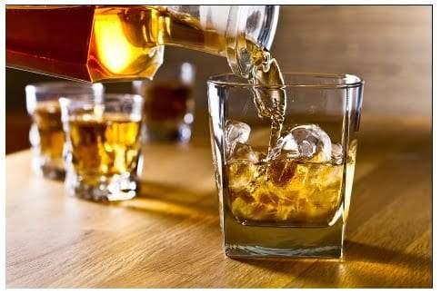 تناول الكحول يضر بالصحة وخاصة في فترة الدورة الشهرية
