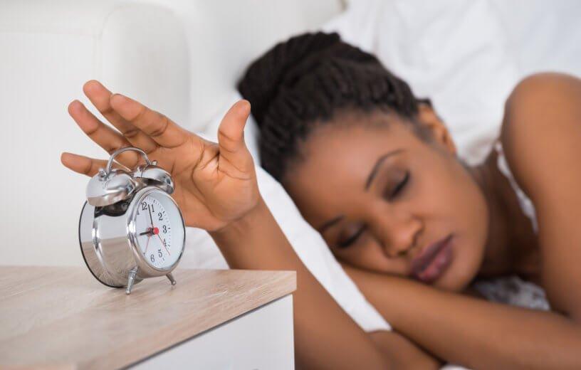 متى يؤدي النوم إلى الإصابة بالنوبات القلبية؟
