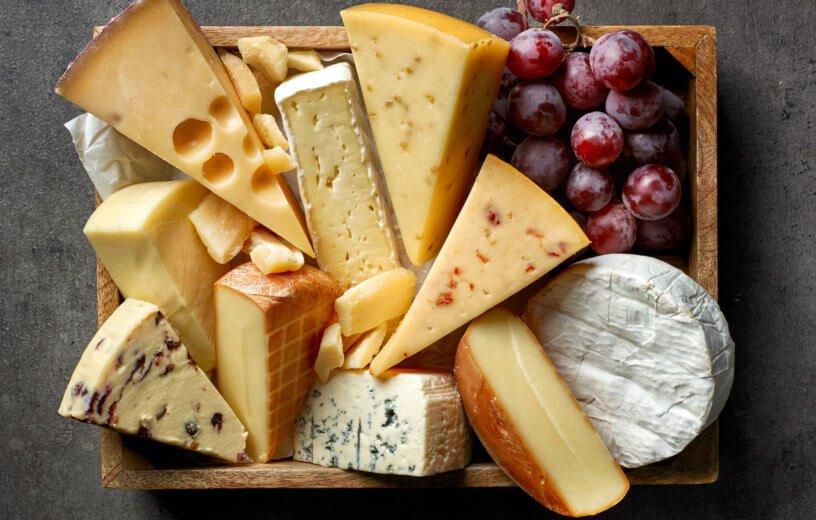 لماذا ينصح بتناول الجبن للحماية من مخاطر الأملاح؟