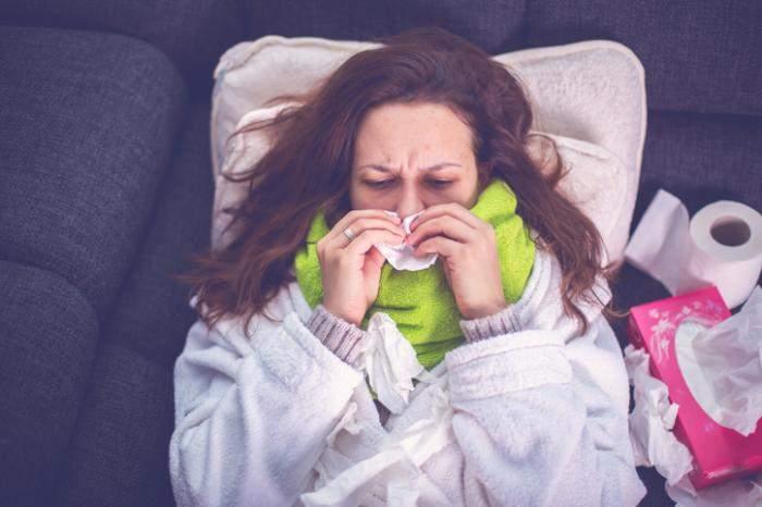 كيف تتحكم مشاعر الوحدة في أعراض البرد؟