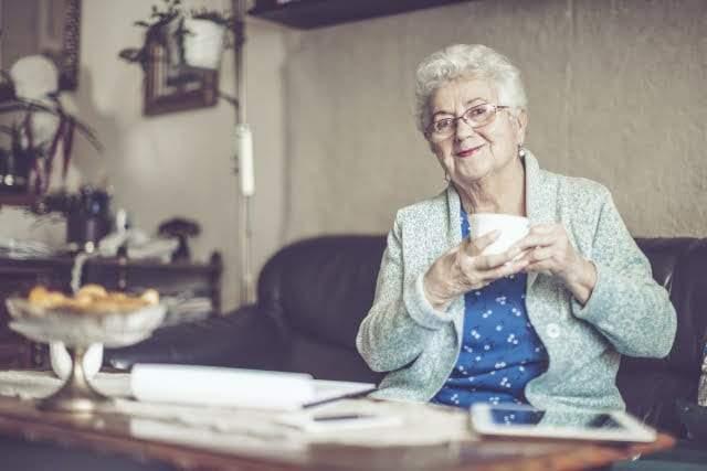 كيف يحسن الشاي صحة العقل مع التقدم في العمر؟