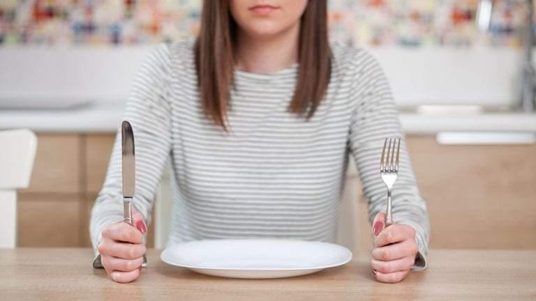 كيف يربط العلم بين الجوع والقدرة على اتخاذ القرارات؟