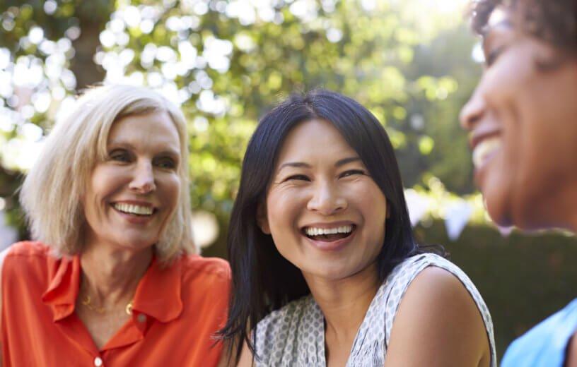 النساء في عمر الـ50 أكثر سعادة من الفتيات في الـ20