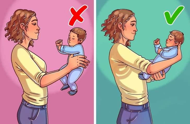 أخطاء شائعة عند حمل الطفل الرضيع