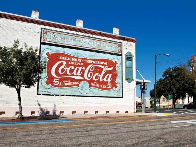 أثرياء كوكاكولا.. عندما أنقذت المياه الغازية مدينة صغيرة من الكساد الكبير